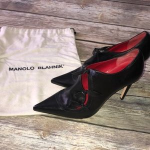 MANOLO BLAHNIK Black Leather Pointed Toe Booties